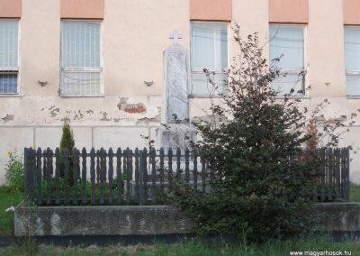 Vécs világháborús emlékmű 2007.07.18. küldő-kalyhas