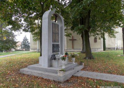 Vép II. világháborús emlékmű 2014.10.23. küldő-kalyhas (1)