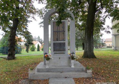 Vép II. világháborús emlékmű 2014.10.23. küldő-kalyhas (2)