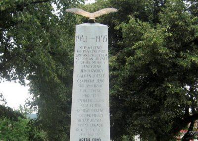 Vértesszőlős világháborús emlékmű 2008.07.04. küldő-Kályhás (6)