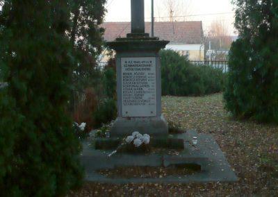 Vörs világháborús emlékmű 2013.12.01. küldő-Sümec (8)