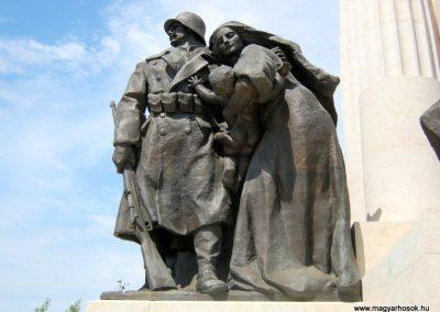 V. kerület Kossuth Tér gróf Tisza István szobra - A szobor mellékalakjai a háborút idézik 2018.07.08. küldő-Bali Emese (2)