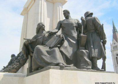 V. kerület Kossuth Tér gróf Tisza István szobra - A szobor mellékalakjai a háborút idézik 2018.07.08. küldő-Bali Emese (3)