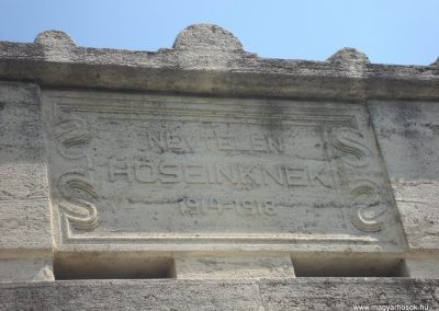 VIII. kerület Az egykori Ludovika épülete előtt világháborús emlékmű 2008.04.25.küldő-Huszár Peti (2)