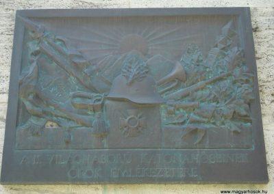 VIII. kerület Az egykori Ludovika épülete előtt világháborús emlékmű 2008.04.25.küldő-Huszár Peti (4)