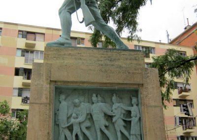 VIII. kerület Harminckettesek tere 32-es Mária Terézia Budapesti Háziezred emlékműve - felújítás után 2014.07.22. küldő-Emese (1)