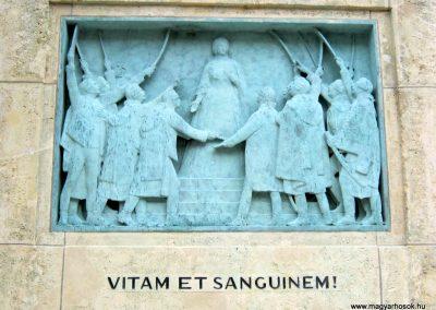 VIII. kerület Harminckettesek tere 32-es Mária Terézia Budapesti Háziezred emlékműve - felújítás után 2014.07.22. küldő-Emese (4)