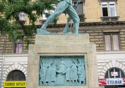 VIII. kerület Harminckettesek tere 32-es Mária Terézia Budapesti Háziezred emlékműve - felújítás után 2014.07.22. küldő-Emese (5)