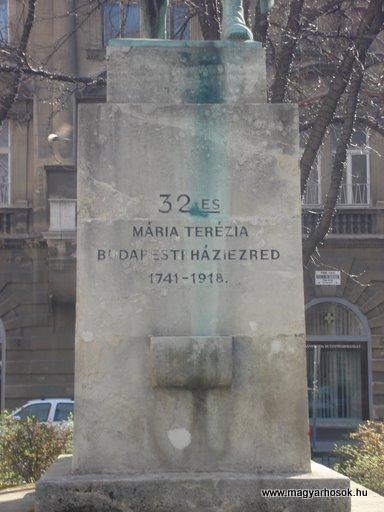 VIII. kerület Harminckettesek tere A 32-es Bp-i háziezred emlékműve 2008.04.02.küldő-Huszár Peti (1)