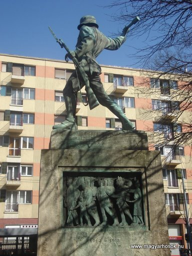 VIII. kerület Harminckettesek tere A 32-es Bp-i háziezred emlékműve 2008.04.02.küldő-Huszár Peti (2)