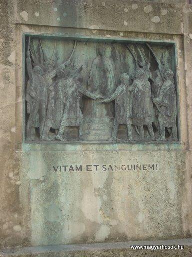 VIII. kerület Harminckettesek tere A 32-es Bp-i háziezred emlékműve 2008.04.02.küldő-Huszár Peti (7)