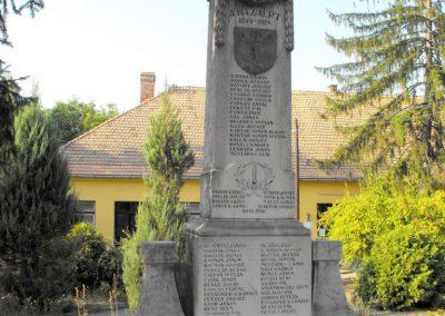 Vajszló világháborús emlékmű 2012.08.01. küldő-KRySZ (1)