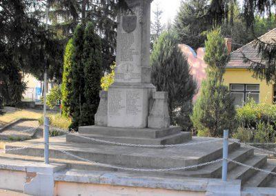 Vajszló világháborús emlékmű 2012.08.01. küldő-KRySZ (7)