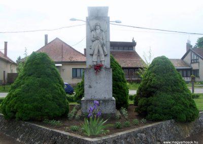 Vajta világháborús emlékmű 2010.05.03. küldő-Horváth Zsolt