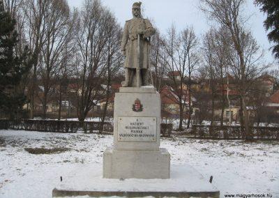 Valkó világháborús emlékmű 2010.01.26. küldő-kalyhas (1)