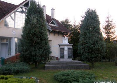 Varbó világháborús emlékmű 2011.08.17. küldő-Röghegyiné Spisák Anita