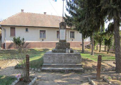 Varsány I.vh emlékmű 2012.04.03. küldő-kalyhas (2)