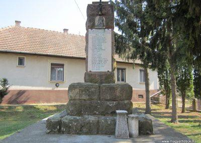 Varsány I.vh emlékmű 2012.04.03. küldő-kalyhas (3)