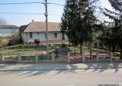 Varsány I.vh emlékmű 2012.04.03. küldő-kalyhas