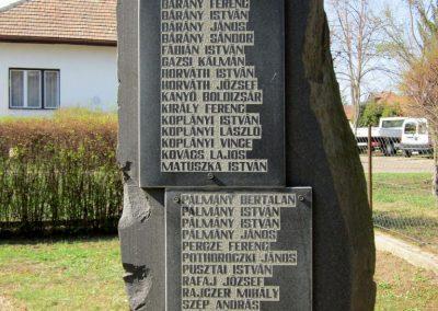 Varsány II.vh emlékmű 2012.04.03. küldő-kalyhas (4)