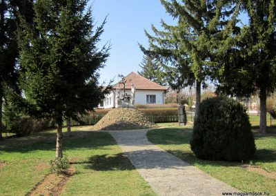 Varsány II.vh emlékmű 2012.04.03. küldő-kalyhas