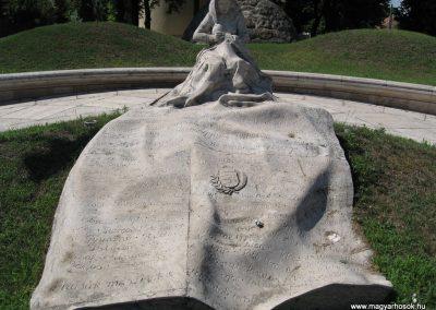 Veresegyház II.vh emlékmű 2007.06.11. küldő-Kályhás (2)