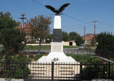 Verseg világháborús emlékmű 2009.09.28. küldő-kalyhas (1)