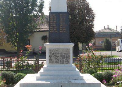 Verseg világháborús emlékmű 2009.09.28. küldő-kalyhas (11)