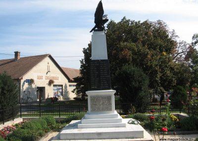 Verseg világháborús emlékmű 2009.09.28. küldő-kalyhas (12)