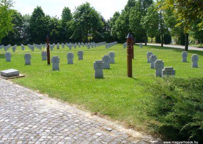 Veszprém II.vh katonai temető 2009.05.18.küldő-HunMi (1)