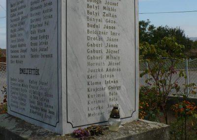 Vilmány világháborús emlékmű 2009.10.06. küldő-Gombóc Arthur (3)