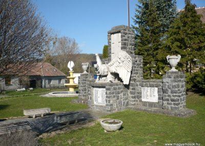 Vindornyaszőlős világháborús emlékmű 2013.04.14. küldő-Sümec (8)