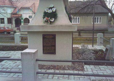 Visk Hősi emlékmű 2006.10.24.küldő-Horváth Zsolt (6)
