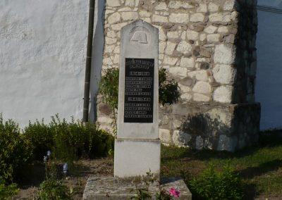 Vizsoly református templomkert világháborús emlékmű 2009.09.09 küldő-Gombóc Arthur