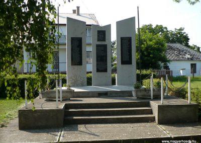 Vizsoly világháborús emlékmű 2009.08.01.küldő-Gombóc Arthur