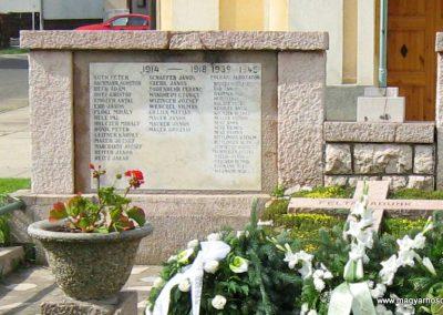 Vokány világháborús emlékmű 2010.05.30. küldő-Mistel (1)
