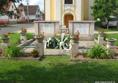 Vokány világháborús emlékmű 2010.05.30. küldő-Mistel