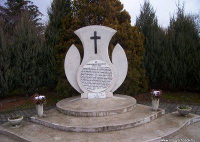 Vonyarcvashegy IIvh. emlékmű 2009.02.27.küldő-miki (1)