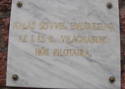 XVI. kerület Mátyásföld Világháborús pilóták emlékműve 2008.05.05.küldő-Huszár Peti (2)
