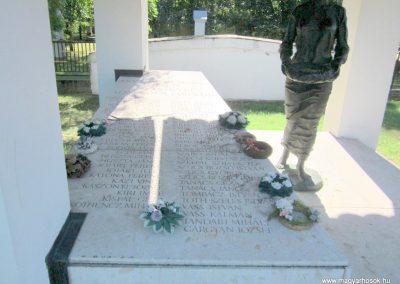 Zákányszék II.vh emlékmű 2011.08.18. küldő-kalyhas (3)