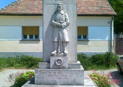 Zámoly I.vh emlékmű 2011.05.24. küldő-Csiszár Lehel (4)