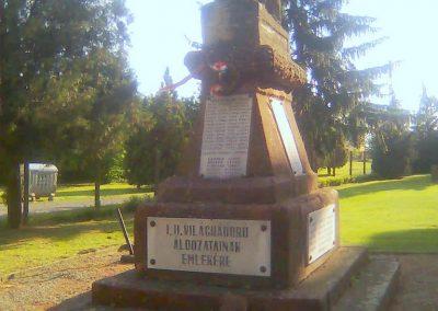 Zók I.vh emlékmű - A bicsérdi emlékművön - 2012.05.17. küldő-KRySZ