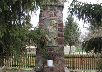 Zagyvaszántó világháborús emlékmű 2009.03.27. küldő-kalyhas (1)