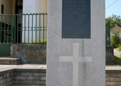 Zajk világháborús emlékmű 2010.06.29. küldő-Sümec (4)