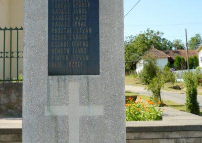 Zajk világháborús emlékmű 2010.06.29. küldő-Sümec (6)