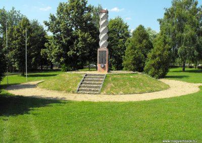 Zalakomár-Komárváros világháborús emlékmű 2010.10.15. küldő--NEMES-