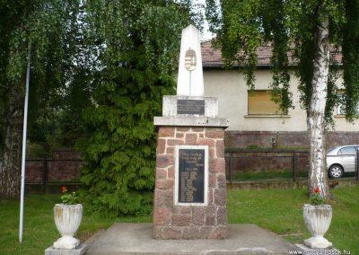 Zalaszentbalázs világháborús emlékmű 2009.05.15.küldő-Sümec (1)