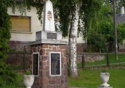 Zalaszentbalázs világháborús emlékmű 2009.05.15.küldő-Sümec (5)