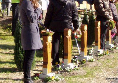 Zalaszentgrót--Zalakoppány 2010.10.30-án minden első világháborús hősi halott kapott egy kis emlékoszlopot a templomhoz vezető út két oldalán. küldő-Szilsomogy (1)