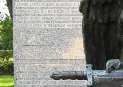Zalaszentgrót világháborús emlékmű 2006.06.11.küldő-VW golf (1)